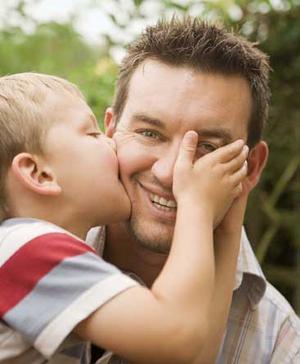 Allt fler pappor tar upp föräldraledighet, men ökningen minskar.