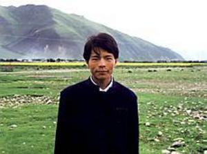 Foto: MARTHA BONN Gyaltsen i Tibet. Svensk-tibetanska skol- och kulturföreningens skolprojekt i byn Katsel är det första och hittills största. Gyaltsen är en av de elever som tack vare fadderbarnsprojektet kunnat gå i skola och sedan läsa vidare i Kina.