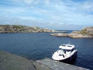 Många båtar ligger förtöjda vid undanskymda hamnar eller bryggor som saknar bevakning. Foto: Mons Brunius/Scanpix