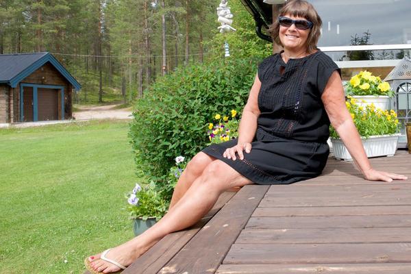 Maria Ekman-Johansson har både utvecklat och avvecklat många företag och arbetsplatser. Under semestern är hon mellan två jobb – men har ett nytt på gång – fast först stundar resor med familjen och ledighet vid Härjeåsjöns strand.