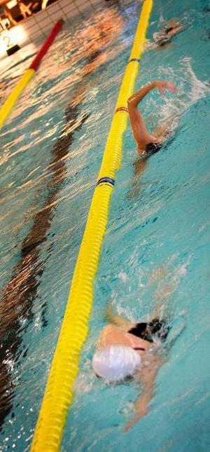 Nära banans kant? Visst, givetvis. Ägirs simmare är vana vid att lämna plats för mötande trafik på sina träningsbanor.