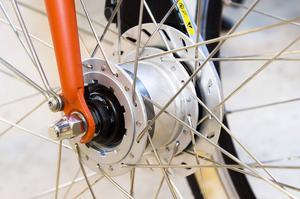 Kopparstadens projekt att renovera övergivna cyklar tar ny form när nu lackeringsprogrammet kallas in.