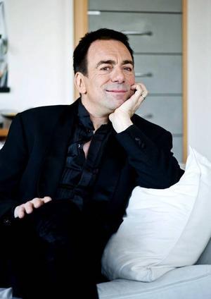 I kväll anländer Rikard Wolff till Östersund för att spela material från sin nya skiva med tangomusik som är inspelad på plats i Buenos Aires.