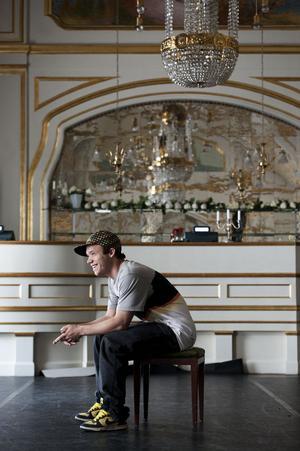 När Joan Alderman gör sin första stora musikalroll i Stockholm  gör han det på anrika OScarsteatern.