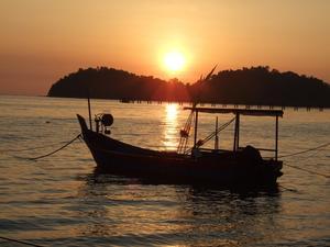Solen går ner och ett hjärta kommer upp ur havet! Denna fantastiska solnedgång plåtade jag en kväll i januari på ön Penang Malaysia.