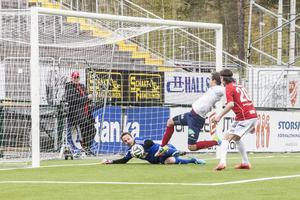 Fredrik Olofsson stänker in 0–5 till Selånger i slutet av andra halvlek.