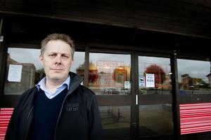 Mikael Olofssons Ica-butik i Storvik har varit hårt drabbad av stölder.
