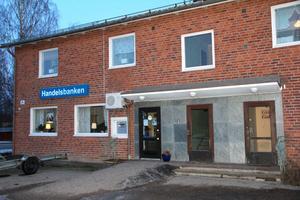Bankkontoret i Gnarp står på ekonomiskt fast grund och blir ännu mer offensiv lokalt.