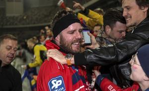 Oscar Jonsson firar med familj, släkt och vänner.