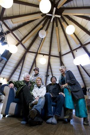 Lars Svedberg, Hugo Sjövall, Elin Sundberg, Terry Sammons och Sarah Mårskog är några av dem som ruskat liv i Skogsnäs kulturhus igen.