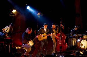 FINN FELET. Bo Kaspers är skickliga yrkesmusiker och ror hem giget, men faktum är de flesta av dem verkar längta bort från scenen.