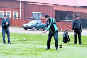 Utslag. Det är toppenbra att Nora golfbana fortfarande är öppen, tycker Berndt Jansson, Olle Wistling och Gunder Swanström.