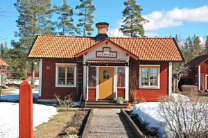 BANVAKTARSTUGA. Mohed heter banvaktarstugan från 1896 i Marma. Många turister stannar till för att ta kort på huset.Foto: Katarina Lönnberg
