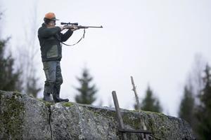 En terrorist vill ha militära vapen framför exempelvis ett hagelgevär eller en älgstudsare, skriver företrädare för Landsbygdspartiet oberoende.