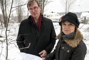 Olof Björkqvist, Mittuniversitetet och Viveca Norberg, Sundsvall kommun, hoppas nu att projektet kan inspirera fler att bygga hållbart.