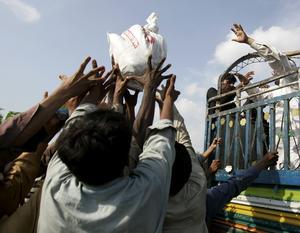 Otillräckliga hjälpinsatser. Trots att det gått flera veckor sedan Pakistan började vädja om hjälp går det trögt att få omvärlden att reagera.foto: scanpix