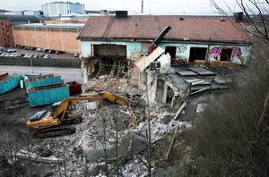 Det är mer än 5,5 år sedan restauranghuset vid Valhallavägen revs och nu är det rättsliga efterspelet av allt att döma över – i alla fall i det svenska rättsväsendet. Foto: Peter Ohlsson