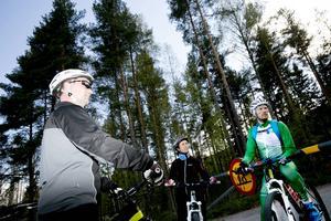 Testpiloterna Maria Hudson och Johan Brandt fick bra betyg av mountainbike-instruktören Fredrik Ericsson.