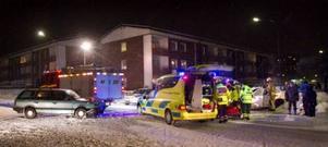 Flera olyckor inträffade i Karlskoga under fredagskvällen. På Sandviksvägen kolliderade två personbilar.