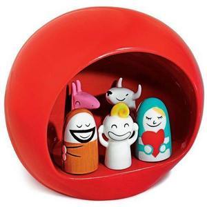 En julkrubba hör också advent till. Vill du inte ha en i traditionell stil finns det moderna alternativ, som den här från italienska Alessi. Krubban i porslin finns även i vitt, den kommer från bluebox.se och kostar 645 kronor.