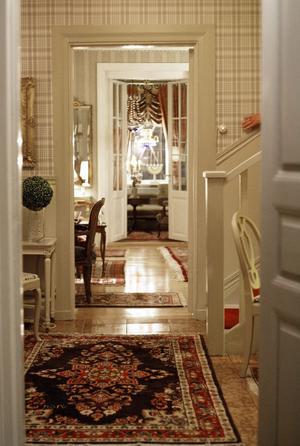 Rummen på Eriksgården ligger i fil. Den här utsikten har man från halldörren om man tittar åt vänster.