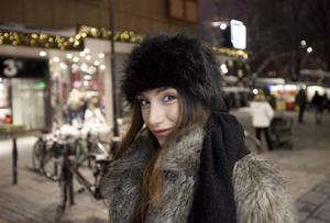 Semra Dedic pluggar programmet Medier och politik på högskolan. Utbildningen är något att falla tillbaka på om det inte funkar med modebranschen.