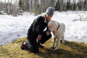 Annica Strömgren och hennes hund John.