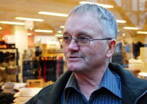 Per-Olov Persson, 62, Östersund– Ja, det gör jag. Jag brukar göra korten själv men inte i fjol. Någon gång har jag skickat elektroniska julkort men inte i år.