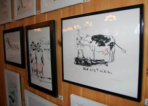 """För cirka tio år sedan började Anna Erlandsson att leka med ordet ko och utifrån det rita koteckningar. Med åren har de blivit väldigt uppskattade och i höstas samlade hon alla teckningar  i boken """"Svenska mjölkbönders ordlista""""."""