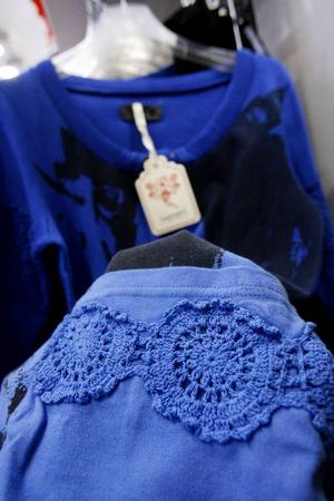 Mormorsrutor på vanliga collegetröjor blir en skön kombo.