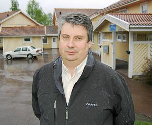 Kommunalrådet Hans Unander (S) lämnade riksdagen för att ta över i hemkommunen. Hans första månad i stolen imponerar på DT:s politiske redaktör Jens Runnberg