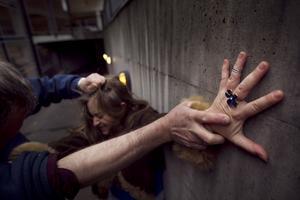 Antalet misshandelsfall i länet minskade förra året.