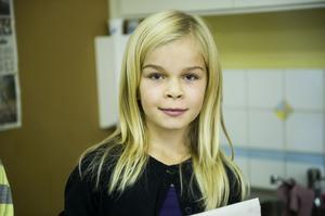Linn Gidlund, 10 år, Moliden:– Ja jag brukar läsa ÖA och Kamratposten, jag läser ingen tidning på nätet.