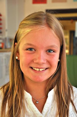 Maja Andersson, 11 år, klass 6:– Det ska bli roligt. Det är kul att träffa kompisar och jag har faktiskt längtat lite grann. Det är kul att vi kan vara här  i Karlholm.