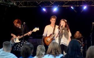 På Stora Torgets scen uppträdde bland andra eleverna från gymnasiets estetiska program under kulturnatten som slutade först vid midnatt. Foto: Johan Källs/DT