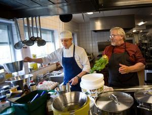 Årets företagare 2010. Lenert Hansen och Henrik Olsson, kompanjoner, svärfar och svärson. Att driva en rörelse är en familjeangelägenhet och en livsstil.