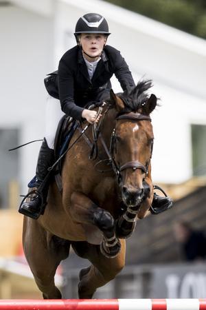 Josefine Nykvist och Quwita B från Strömsholms Ridsportförening tog hem segern i Grand Prix-klassen för unga ryttare på Falsterbo Horse Show.