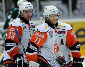 Anders Eriksson, till vänster, är klar för spel i Örebro Hockey kommande säsong.