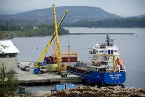 På tisdagen beräknas kryssningsfartyget och det planerade asylboendet Ocean Gala ankomma Utansjö hamn. Vad ska de göra där?