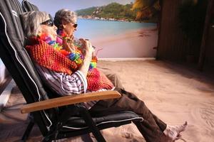 Asta Persson och Maja-Lisa Lundh njuter av resan till Mauritius. BILD: TOVE SVENSSON