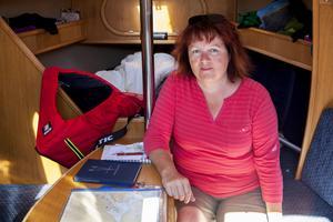 Det finns en hel sovplatser i Marias segelbåt.