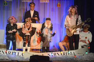 Famijen Leijonclou med fr.v: Amadeus, Alva, Amelia, Sara och Per rockar loss.