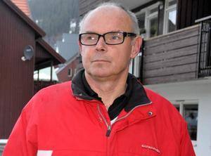 Leif Nord (M) jobbar kvar som tjänsteman på kommunens alkholenhet i Åre men gick ner till deltid när han tog över ordförandeklubban i Åres kommunstyrelse. När enheten behövde resursförstärkning i sommar anställdes hans dotter.