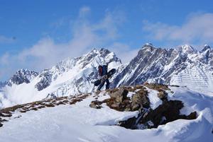 Genom mountaineering och offpiståkning får Elin Turpeinen hela natur- och åkupplevelsen.