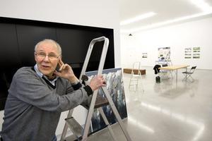 Olle Medin hjälpte Lars Vilks att slutföra bygget av träskulpturen