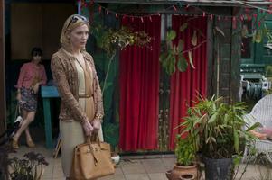Briljant i huvudrollen. Cate Blanchett spelar Jasmine som blir offer för sin mans affärer.