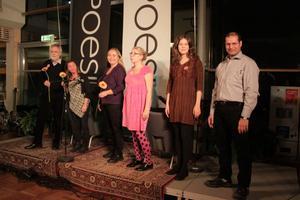 Några av finalpassens poeter, från höger: Hassan Alyasiri, Sissel Almgren, Maria Margareta Österholm, Anita Jacobsson, Elisabeth Rynell och Jan Wolf-Watz.
