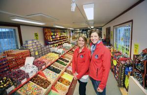 Kristin Svensson och Jessica Swedén jobbar på Bybua i Tänndalen. Gränshandeln har skapat arbete på hemmaplan till de två.
