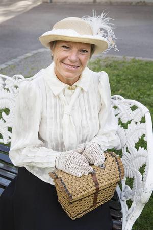 Anna Johansson - Emma Wollenhaupt.   Emma drev kortvaruhandel och leksaksbasar fram till sin död 1945.