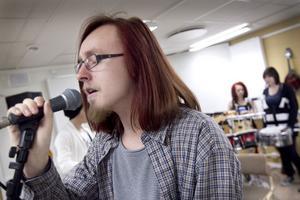 Gustaf Terneborg är solist när bandet kör Midnight Blues.